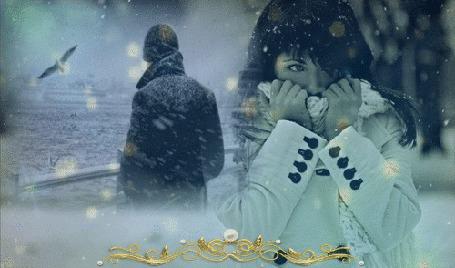 Фото Девушка кутается в ворот пальто, на заднем плане виден мужчина, смотрящий на море, летит чайка, снег, фоновые блики