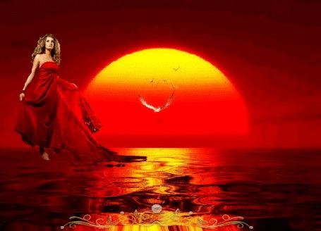 Фото Девушка на фоне кровавого заката, над водой, вдали чайка