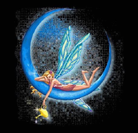 Фото Девушка-фея лежит на месяце и держит в руках лейку с водой