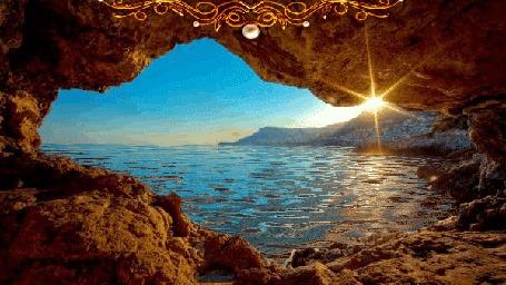 Фото Пещера с видом на море, блик солнца