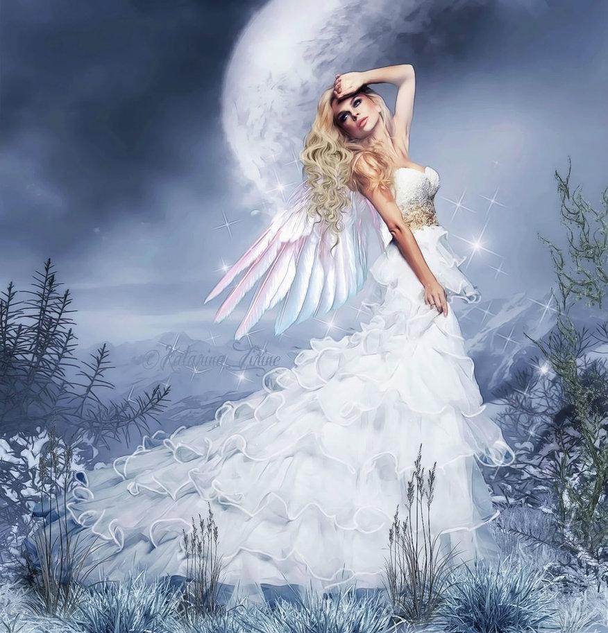 Фото Девушка с крыльями на фоне луны