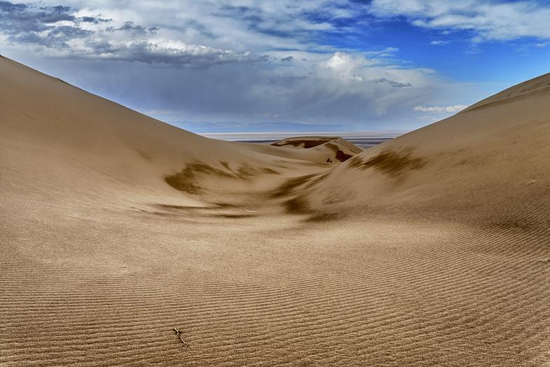 Фото пустыня под облачным небом
