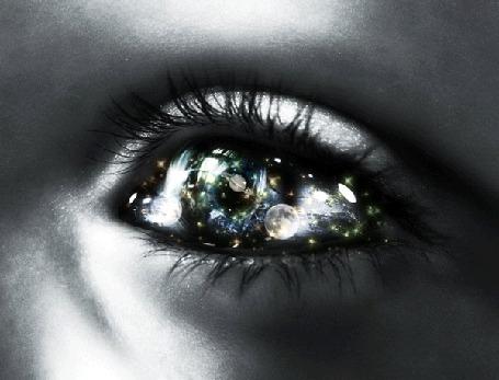 Фото Глаз с отражением галактики