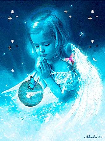 Фото Девочка Ангел сложила ручки в молитве над шаром, на котором сидит бабочка и танцуют мужчина и женщина, на плече в Ангела сидит розовая бабочка, вокруг на небе сверкают звезды, автор Akela73