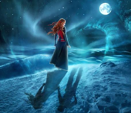 Фото Девушка стоит среди снегов на фоне ночного звездного неба и полной луны, и смотрит на тень своего потерянного друга, который держит ее тень за руку, by christabellelamort