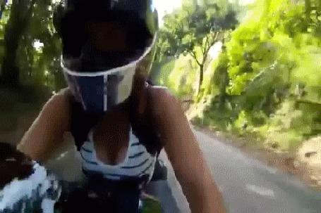 Фото Байкерша, скорость 300 км по дороге (реальное видео)