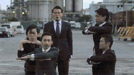 Фото Японская группа World Order исполняет какой -то танец со сложными телодвижениями