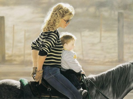 Фото Девушка с ребенком на лошади верхом