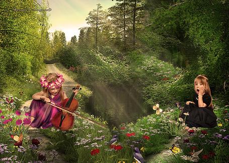 Фото Две девочки на лесной поляне