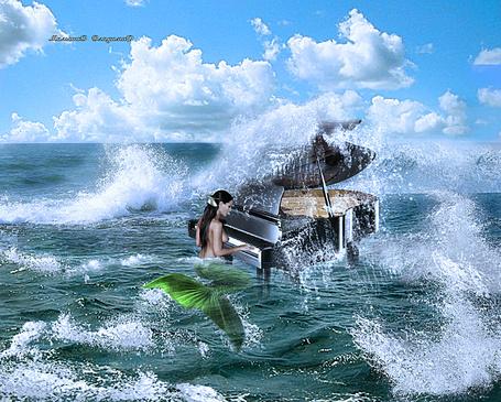Фото Русалка играет на пианино среди бушующих волн