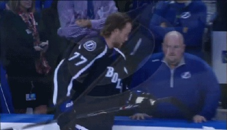 Фото Хоккеист проверяет нервы тренера