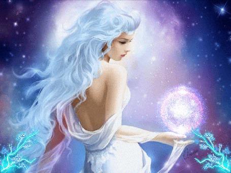 Фото Девушка с развевающимися волосами держит в руке магический шар