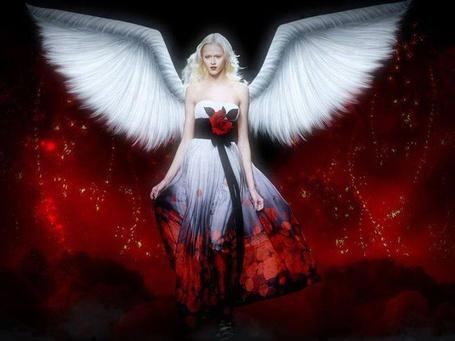 Фото Девушка - ангел с розой на платье