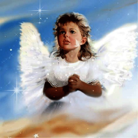 Фото Девочка ангелок, сложила руки в замочек, молится