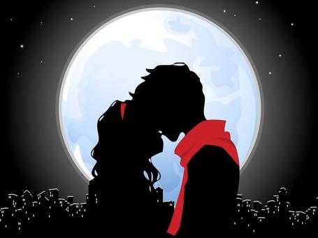 Фото Влюбленная пара на фоне полной луны