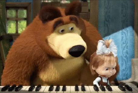 Фото Миша учит Машу игре на пианино, фрагмент из мультфильма Маша и Медведь