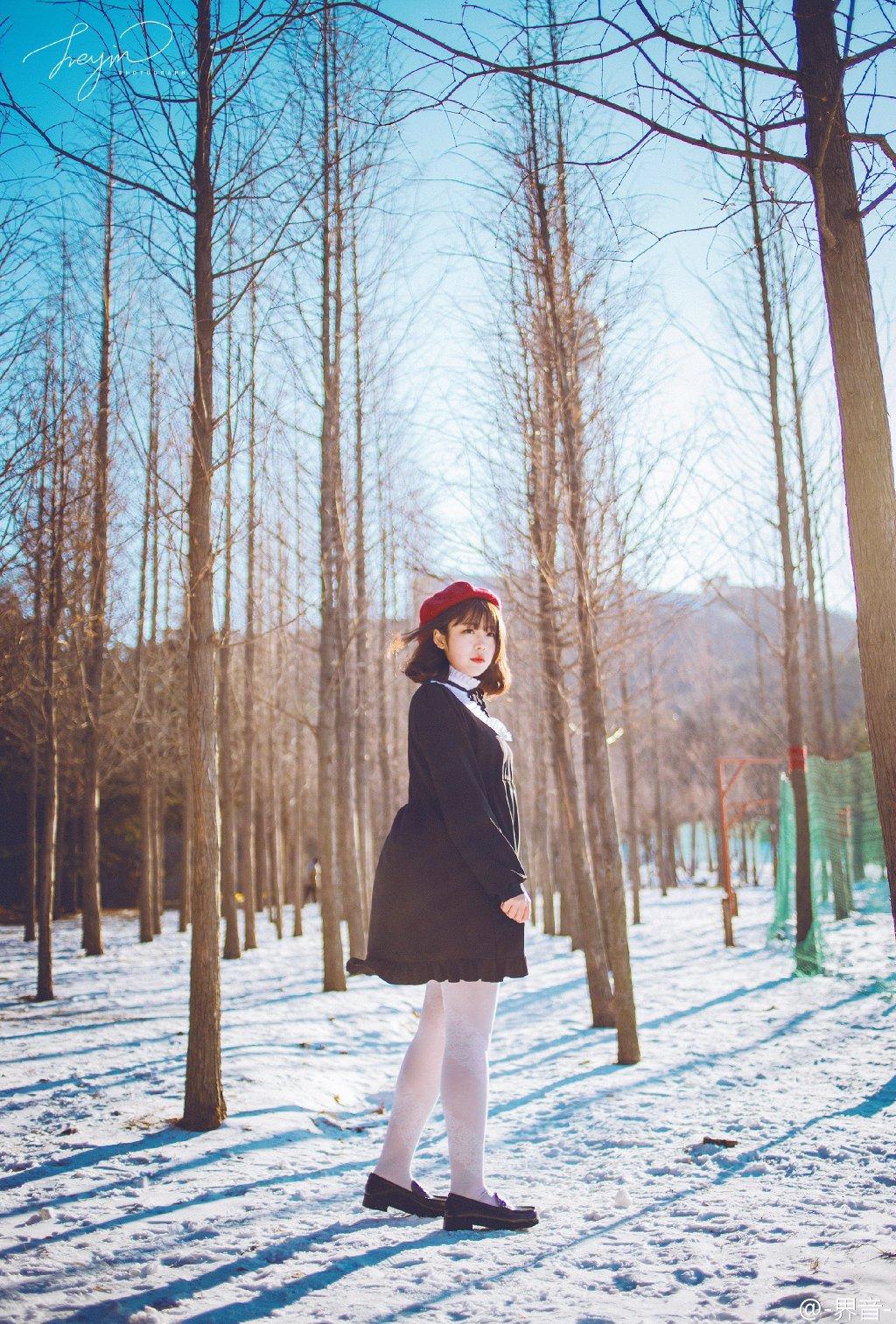Фото девушек голых на снегу