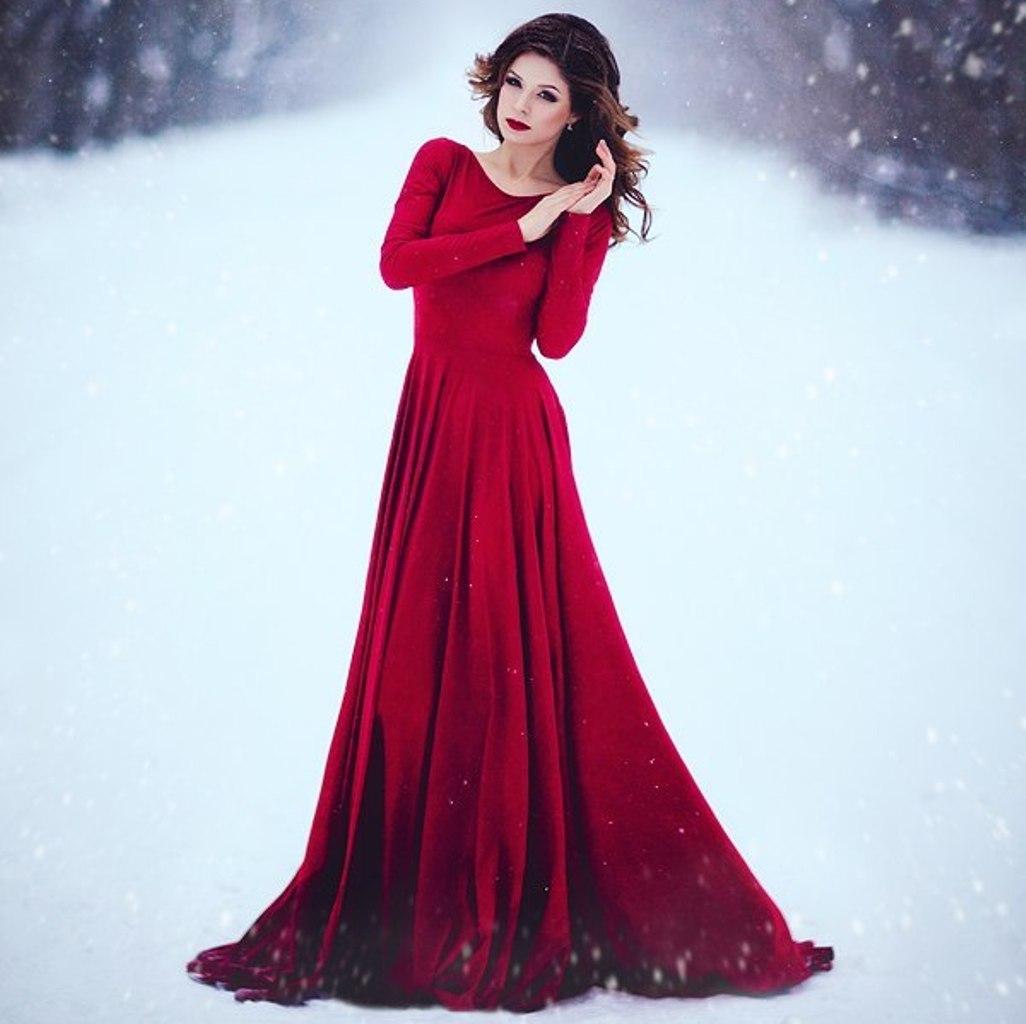 Фото в красном платье в лесу 24 фотография