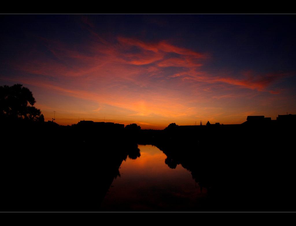 Облака и их отражение в реке by mrfahreinheit