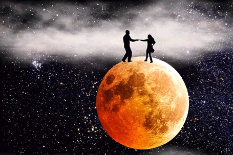 Фото Влюбленная пара танцует на планете