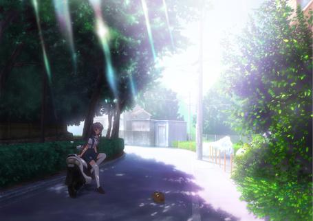 Фото Ке Фуджибаяши / Kyou Fujibayashi из аниме Кланнад / Clannad опирается на мотоцикл