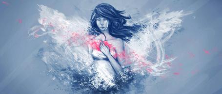 Фото Плачущая девушка прижимает руку к окровавленной груди