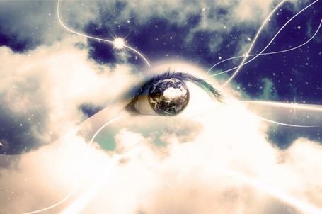 Фото Глаз на фоне облачного неба