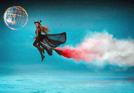 Фото Ведьма в полете на метле, на небе видна быстро вращающаяся плнета
