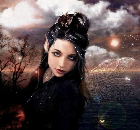 Фото Голубоглазая девушка-эльф на фоне моря и облачного неба