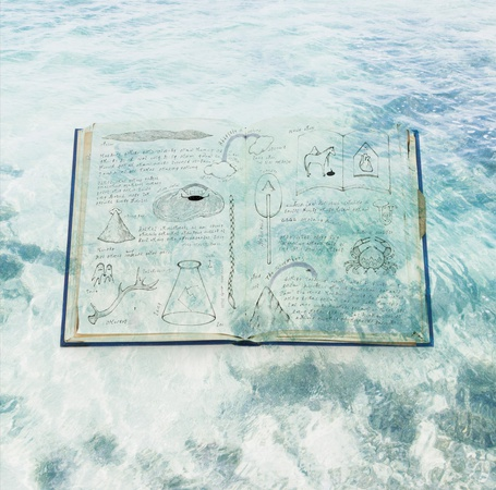 Фото Книга с алхимическими записями на фоне морских волн