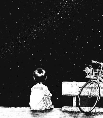 Фото Мальчик сидит на фоне ночного неба