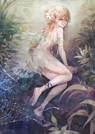 Фото Крылатая эльфийка с цветами в волосах