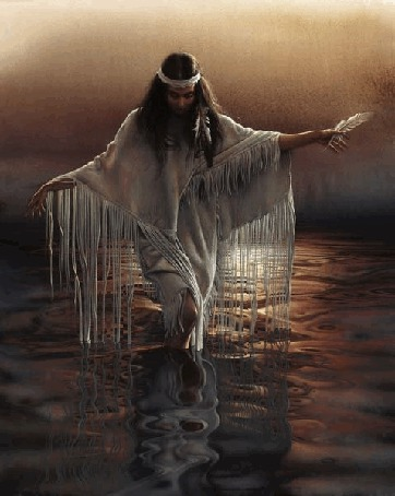 Фото Девушка из индейского племени, с пером в руке, идет по воде неглубокого водоема