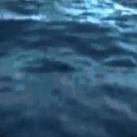 Фото Дейенерис на корабле, во время качки. (Фрагмент сериала Игра претолов)