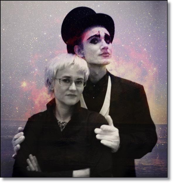 Фото Флоринда Донер Грау с мим за ее спиной