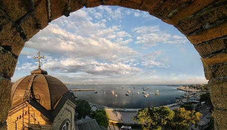 Фото Вид на Каламитский залив из окна церкви Святого Ильи. Евпатория, Крым, Россия / Evpatoria, Crimea, Russia