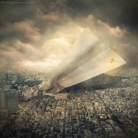 Фото Бумажный самолет врезался в дома, ву Evenliu