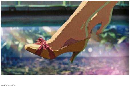 Фото Девушка снимает с ноги туфлю. Иллюстрация к аниме Сад слов / Kotonoha no Niwa