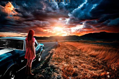 Фото Девушка стоит у автомобиля и смотрит на уходящего парня с гитарой, by bataulai