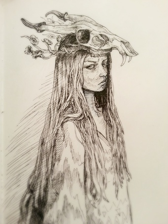 Фото Девушка с черепом животного на голове