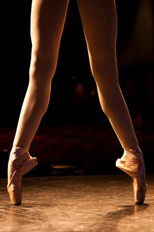 Как поднимать высоко ногу фото девушки