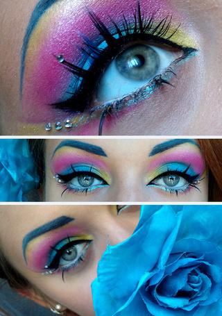 Фото Красивые глаза девушки и голубая роза