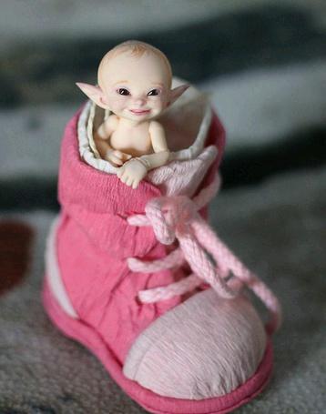 Фото Игрушка-эльф в детском башмачке