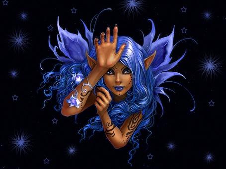 Фото Девушка эльф с синими волосами и синими крыльями, на фоне черного неба с синими звездами, автор Анна Игнатьева