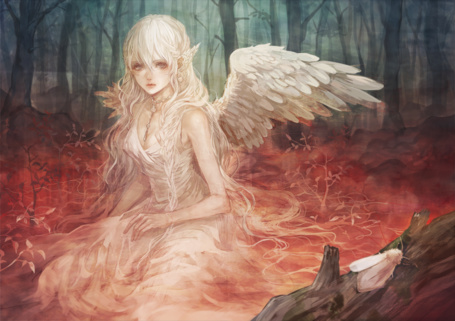 Фото Белокурая девушка-ангел среди деревьев