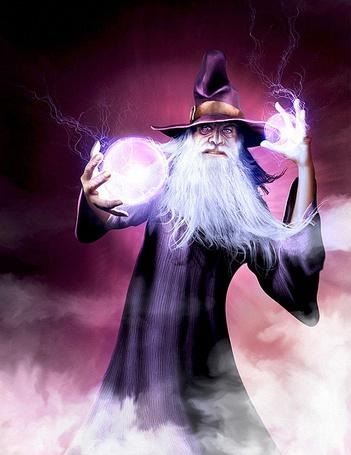 Фото Колдун в черных одеждах, с белой бородой, со светящимся и распространяющий молнии шаром в руке, занимается колдовством