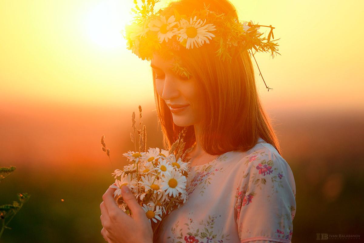 Девушка в венке и с ромашками в руках, фотограф Балабанов Иван