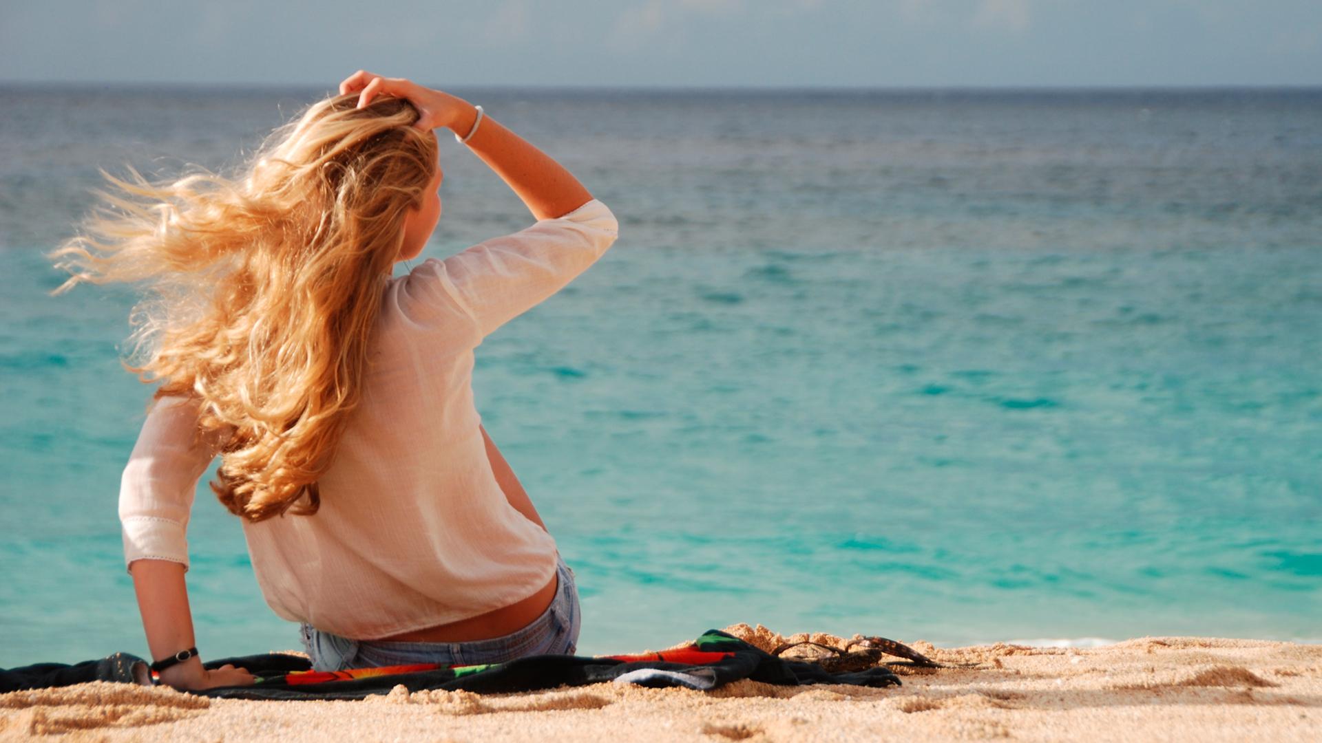 Фото женщин на берегу моря 25 фотография