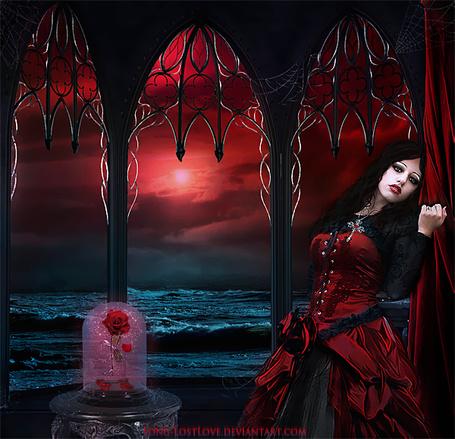 Фото Грустная, жгучая брюнетка в черной блузке и вишневом, пышном платье, стоящая на веранде на берегу моря с багряным закатом на вечернем, пасмурном небосклоне, рядом с девушкой на металлическом постаменте стоит стеклянный сосуд с красными розами внутри, автор ChristabelleLAmort