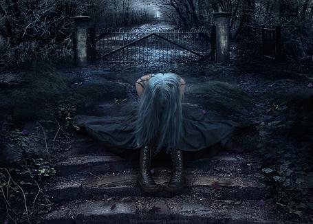 Фото Девушка сидит на ступеньках входа на кладбище